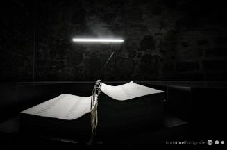 eines der 4 Bücher mit den Namen der Opfer...